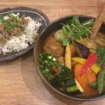 68087390 - SAMURAI.祭(ラムハンバーグ、豚角煮、グリーンカレーキーマ)野菜20品目