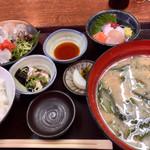まるさん松本 - 料理写真:平目を半身はお刺身、半身は天ぷらにしました。 お味噌汁がボリューミィ。お魚のあらが良いお出汁になってます。