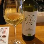 テイスティングバー 柴田屋酒店 - 白ワインをグラスで