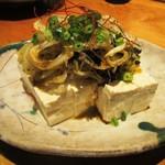 居酒家 でいりぐち - 島豆腐の手作りラー油がけ