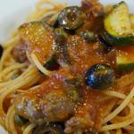 68091013 - 仔羊のサルシッチャとオリーブ ケッパーのトマトソース スパゲッティ