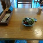 ナチュラルキッチン SAL - 最初に登場した旬のサラダ(おすすめのお塩)