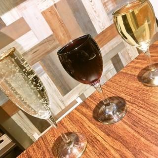 【月・火限定】赤、白ワイン一時間飲み放題456円