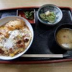 都賀屋 - 料理写真:かつ丼(800円)