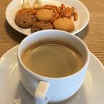 68102332 - お茶菓子とブレンドコーヒー