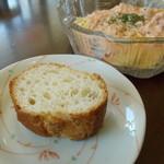 sitia - 付け合わせのフランスパン