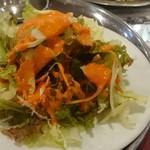 サクティ - 何故かカリー屋さんで良く見かけるオレンジ色のドレッシング。個人的には結構好きです(^^ゞ。