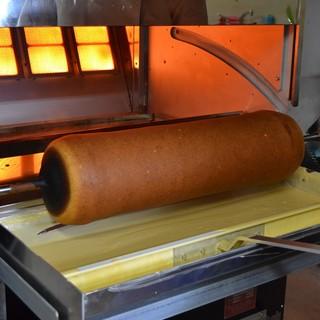 特注の直火式オーブン