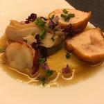 レストラン ラ フィネス - 海老と鳥 エクリビスのクリームスープ、白アスパラ オマールのコンソメでゆっくり炊いたオマール クマ海老のクネル 蒸してから揚げている