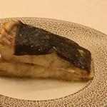 レストラン ラ フィネス - フランス5.8キロのチュルボ、骨つきでアロゼして仕上げた