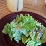 ロイヤルガーデンカフェ - サラダとドリンク