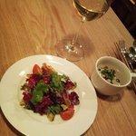 たまな食堂 - パスタについていたサラダ&スープとオーガニック白ワイン