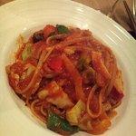 たまな食堂 - お野菜たっぷりのトマトソースリングイネ