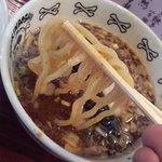 NOODLE SHOP 大金星 - スープの絡みはバランス良い味の持ち上げだ。器のモチーフがユニークww