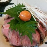 仙台牛焼肉 バリバリ - ローストビーフ丼 アップ