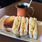 昔ながらの喫茶店友路有 - アイスコーヒーとたまごサンド