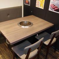 【A1】落ち着いてお食事ができる4名様用テーブル!ゆったりとお座りいただけます!