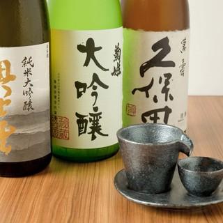 全国各地から厳選して取り寄せた日本酒、焼酎