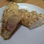 ばーすでい - 国産小麦とガーリックフランク(259円) 断面