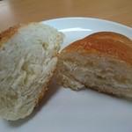 ばーすでい - 塩バターロール(118円) 断面
