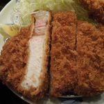 とんかつ 田 - 料理写真:上ロース頭の方の断面