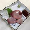 得一 - 料理写真:天然ぶりお造り350円(税込)