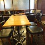 上島珈琲店 - 店内1 ※奥には応接室の椅子wがありました
