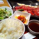 6813989 - 和牛盛り(ロース/カルビ)定食1500円