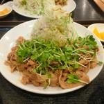豚さん食堂 - DX辛い生姜焼き定食
