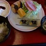 HOTEL AZ - 料理写真:バイキング式の朝食。ジョイフルの店内でいただきます。
