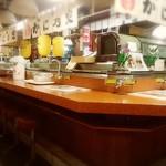 知床 かに乃家 - 店内中央は回転寿司店ですが•••①