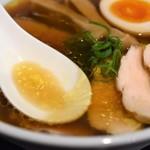 68137150 - 醤油らぁ麺(チャーシュー各2枚増)