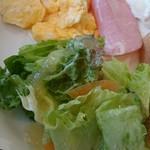珈琲館 - サラダはシャキシャキ