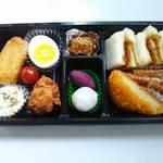 弁田屋 - ご予算に合わせたお弁当 タレカツサンドを盛り合わせました。