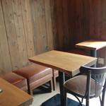 カフェ キュイッソン - テーブル席