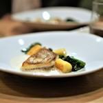 Prune - 真鯛のポワレ、 アンチョビのソース、 新じゃがのニョッキ、 ほうれん草のソテー