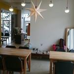オーサム カフェ - 店内 かわいい照明