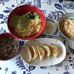 柳明館 - 料理写真:つけ麺、半チャーハン、餃子のセット980円