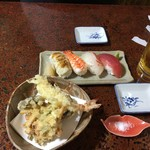 わた亀 - 天ぷら盛り合わせと寿司盛り合わせ