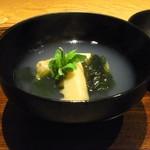 68154040 - タケノコと蛤のお椀
