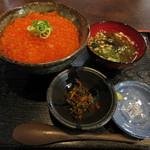 いくら家 丼 - 丼 元祖生いくら 鯛汁付