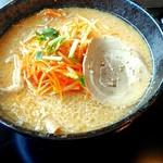 もちもちの木 - 料理写真:辛味噌ラーメン850円