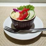 アザミ - ランチのサラダ シンプルながらも新鮮で美味しい♫