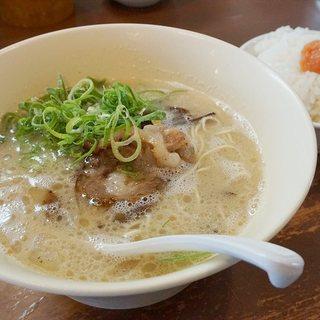 幸心堂 - 料理写真:『博多豚骨ラーメンと明太子ごはんランチセット』700円。