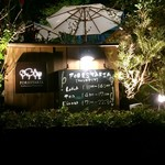 FORESTARIA - 夜のエントランス