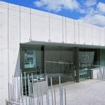 ホキ美術館 ミュージアムカフェ - ミュージアムの入り口ですw