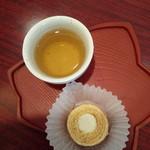 青木屋 - 料理写真:武蔵野日誌(ホワイト)と冷たいお茶