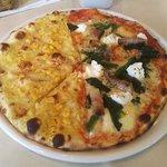 ピッツェリア ナオ - 本日のピザ(ハーフ&ハーフ)