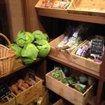 農家の台所 - 店内で販売中の野菜たち