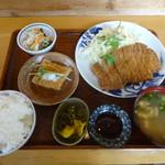 ぐらんまま - サービスランチの「とんかつ定食」630円